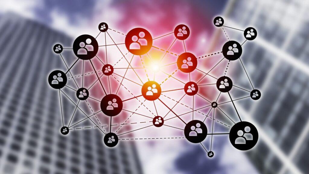 Infografika predstavujuca sociálne siete, ktoré pomáhajú malému biznisu presadiť sa v onliine priestore.